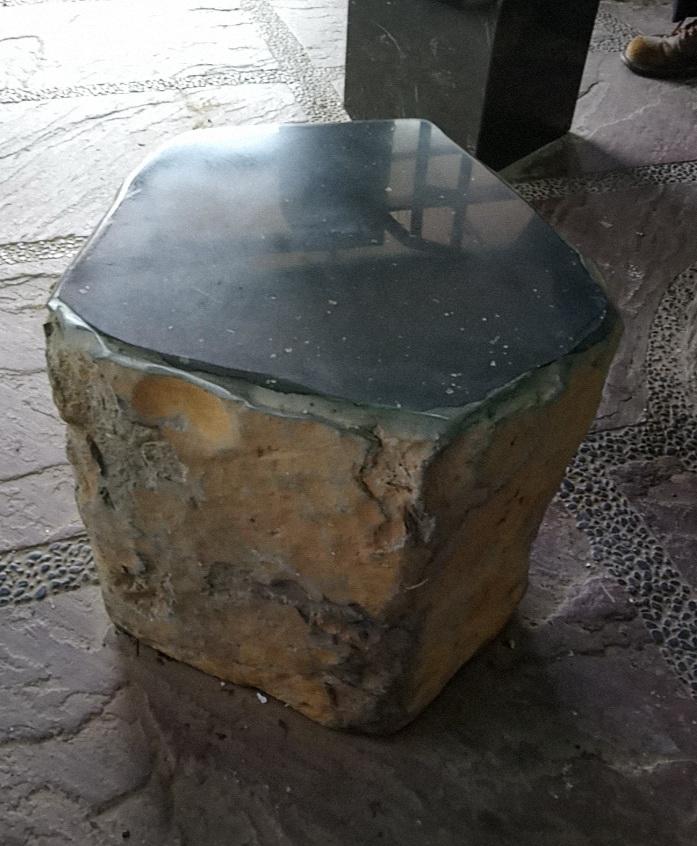 玄武岩單椅