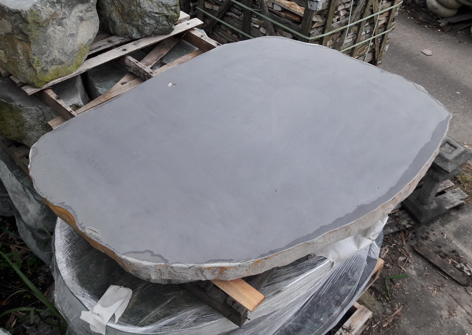 玄武岩石桌