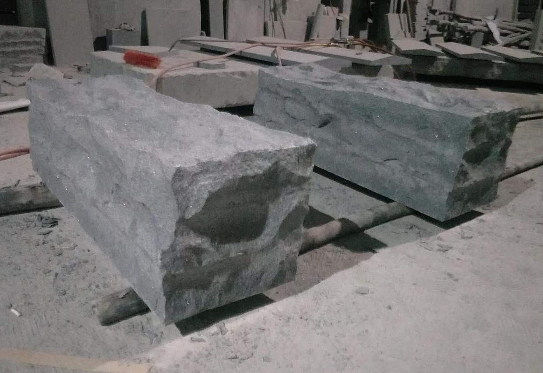 自然面造型石塊(灰花崗)