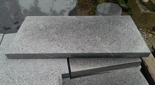 灰花崗薄石板